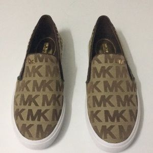 Michael kors flats /sneakers new size 7